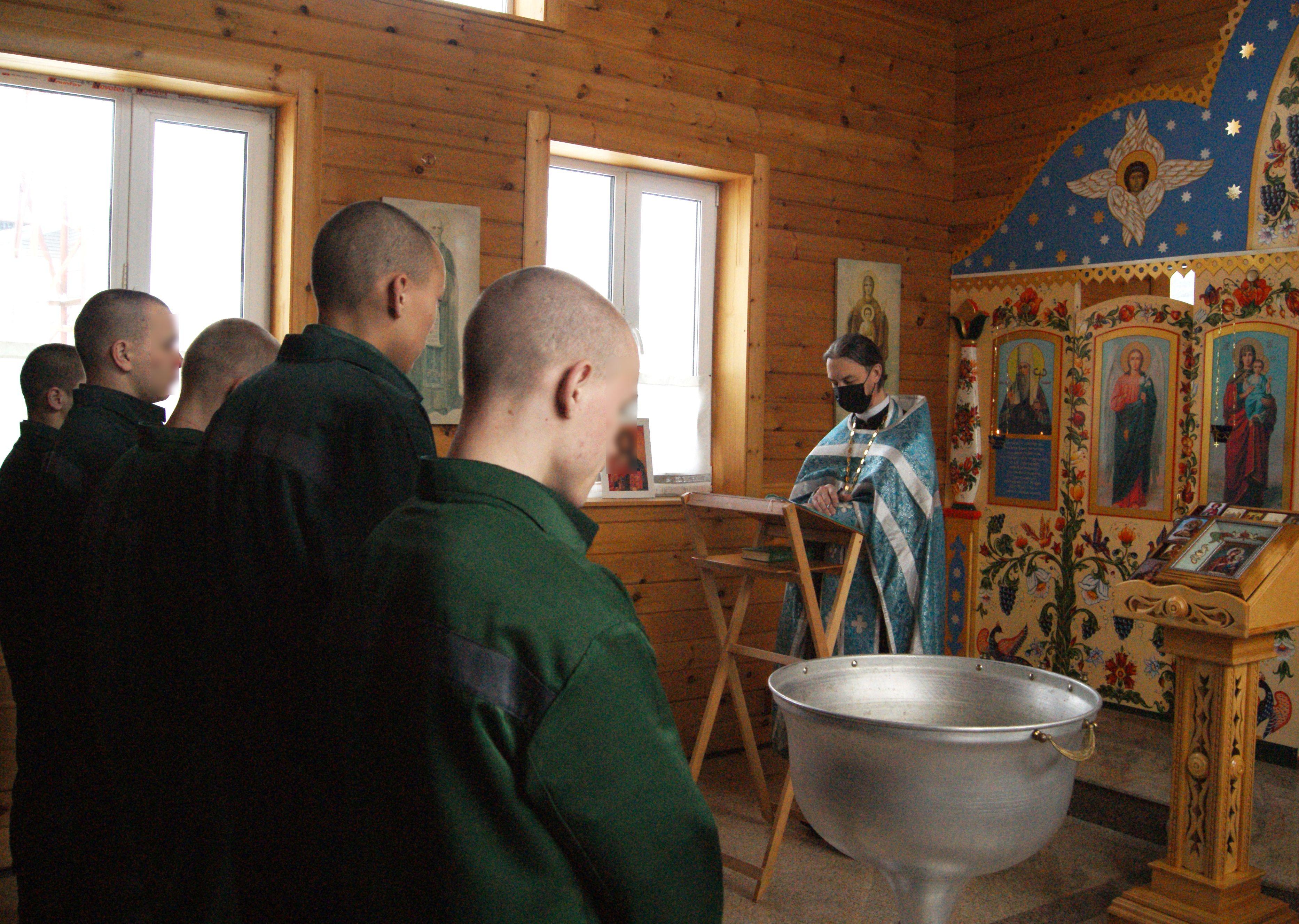 В Тюменской воспитательной колонии состоялся обряд крещения